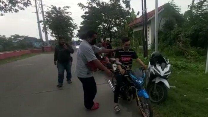 Lima Pebalap Liar Ini Dihukum Tirukan Suara Knalpot Motor, Ditangkap di Jalan Kokrosono Semarang