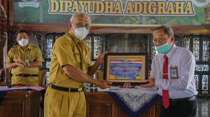 Terima Opini WTP Ke-8 dari BPK, Plh Bupati Banjarnegara: Jangan Kendor setelah Terima Penghargaan