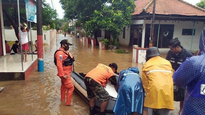 Banjir Mulai Genangi Permukiman Warga Pukul 02.45, Begini Kondisi Terkini di Mangkang Semarang