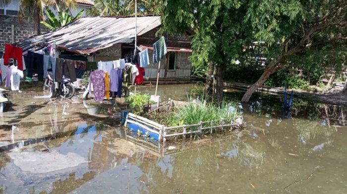 Banjir Rob Terjang Empat Perkampungan di Cilacap