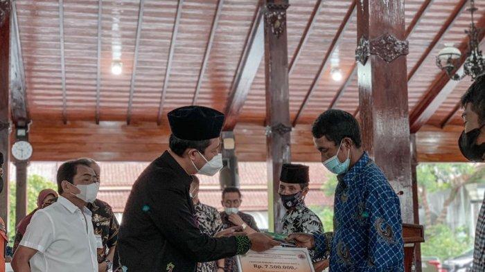 Pemkab Banjarnegara Serahkan Bantuan Perbaikan Rumah Korban Bencana, Total Rp 399 Juta