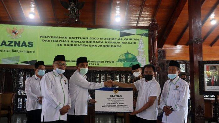 Baznas Serahkan 5.200 Alquran Bagi Pengurus Masjid di Banjarnegara