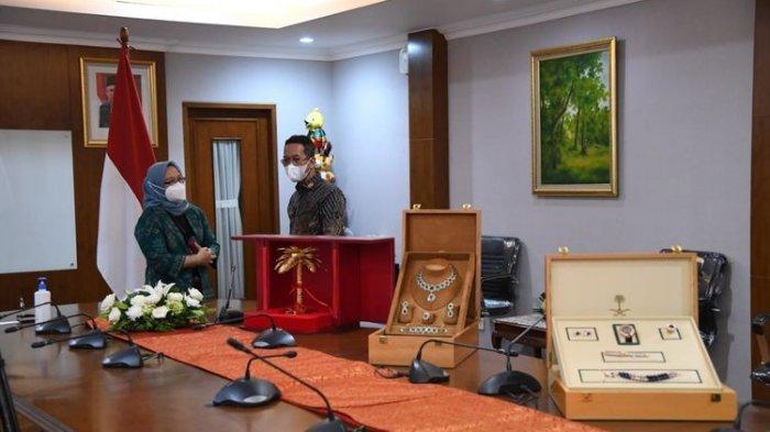 Presiden Jokowi Laporkan 12 Barang Gratifikasi Kepada KPK, Didapat Saat Terima Kunjungan Raja Salman