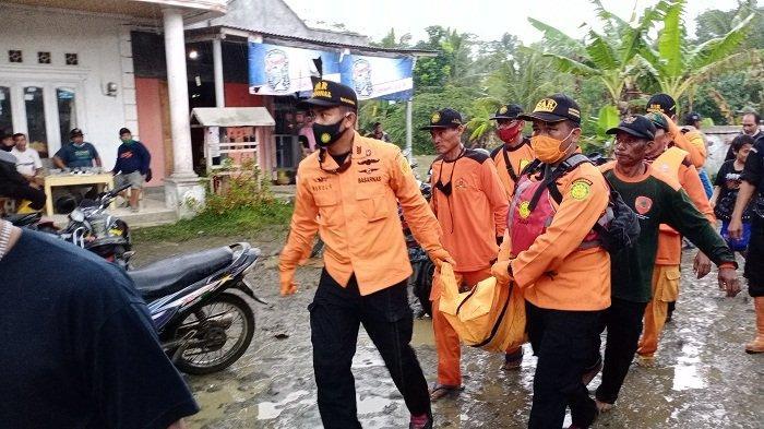 Perahu Berpenumpang 4 Orang Terbalik di Dekat Jembatan Cibereum Cilacap, 1 Orang Masih Hilang