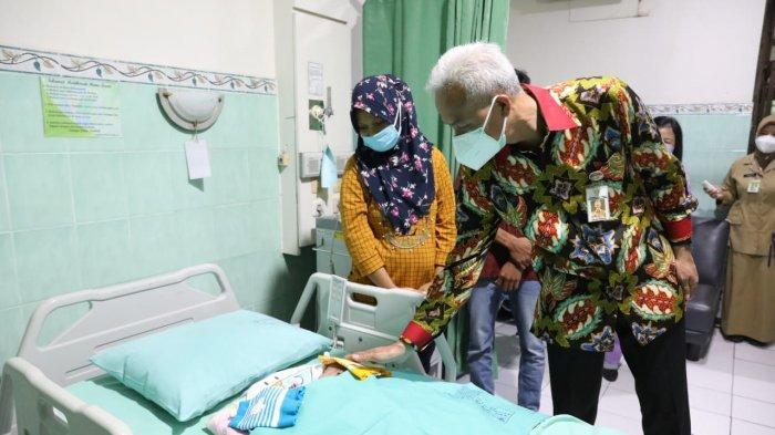 Ganjar Jenguk Bayi Kembar Siam di RSUD dr Moewardi Solo, Begini Kondisinya Saat Ini