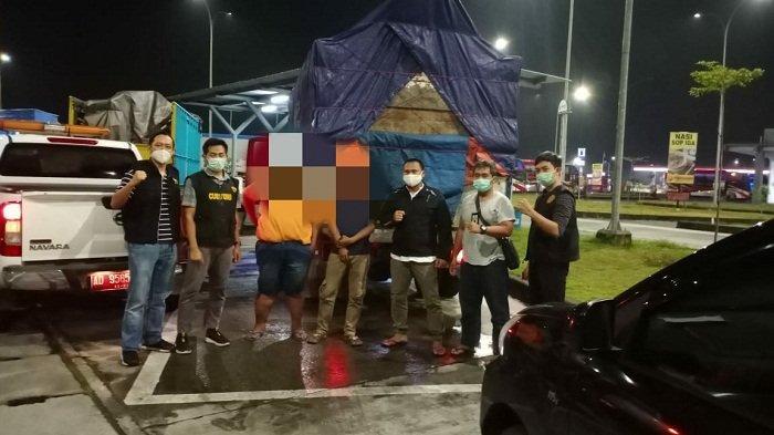 Petugas Bea Cukai Solo Gagalkan Pengiriman Rokok Ilegal dari Jatim, Truk Ditangkap di Rest Area Tol