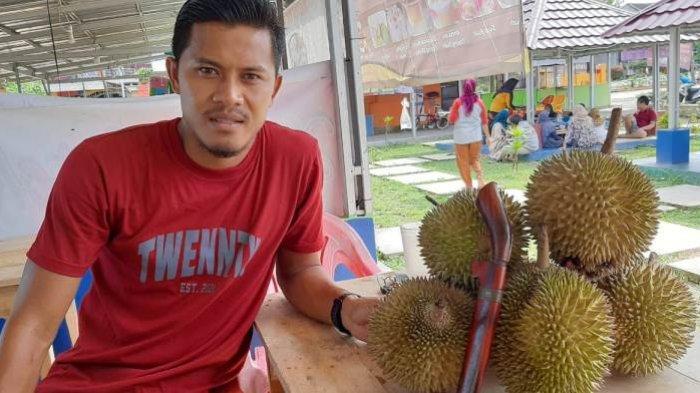 Liga 1 Vakum, Bek PSIS Semarang Alih Profesi Sementara Jadi Penjual Durian