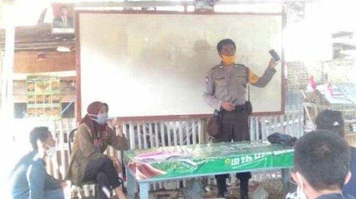 Puluhan Anak-anak Ini Belajar di Kuburan, Ternyata Malah Diinisiasi Polisi, Begini Ceritanya