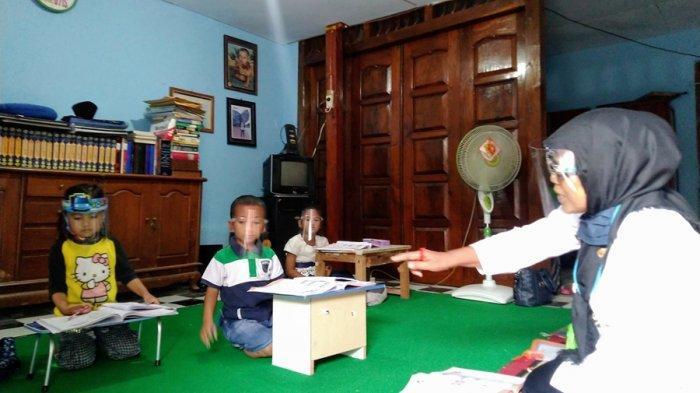 Mengintip Pengabdian Bu Tun, Guru SD Gelar Belajar Home Visit di Kendal, Sebentar Lagi Purna Tugas