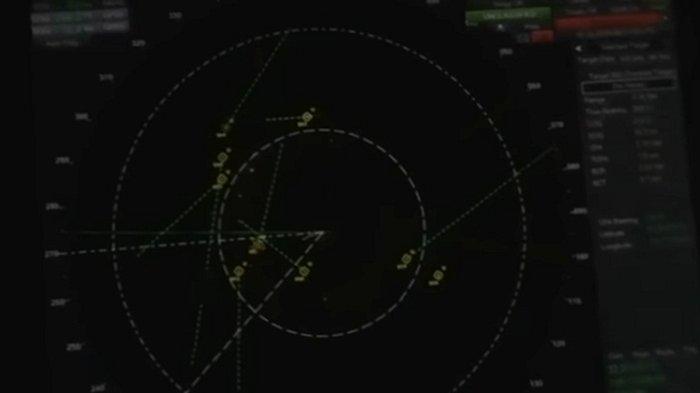 Rekaman radar menunjukkan benda-benda tak dikenal terbang dan bergerak dengan kecepatan tinggi, mengerumuni kapal perang Amerika Serikat (AS).