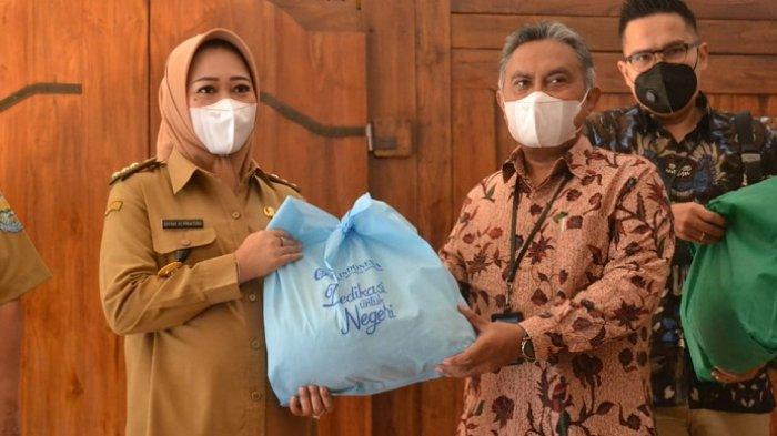 Bantu Warga Terdampak Covid di Purbalingga, BI Purwokerto dan BMPD Serahkan 950 Paket Sembako