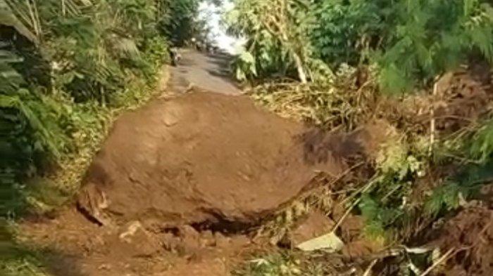 Dikepras untuk Pelebaran Jalan, Tebing di Sikenong Wanayasa Banjarnegara Longsor. Jalan Desa Putus