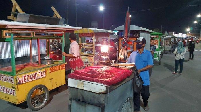 Pedagang Dorong Gerobak Kelilingi Alun-alun Kota Tegal, SPJB Sebut Arak-arakan Tradisi Boyongan