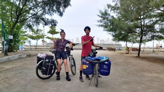 Cara Unik Bule Spanyol Kampanyekan Zero Waste, Bersama Rafli Gowes dari Yogyakarta Hingga Aceh