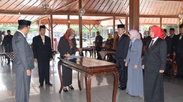 Lantik Puluhan Pejabat Baru, Begini Pesan Bupati Banyumas Achmad Husein Kepada Mereka