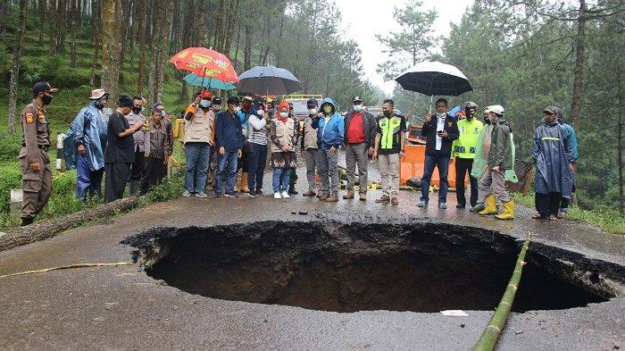 Jalan Provinsi Brebes-Tegal di Sirampog Bolong, Gubernur Ganjar: Sudah Ditangani