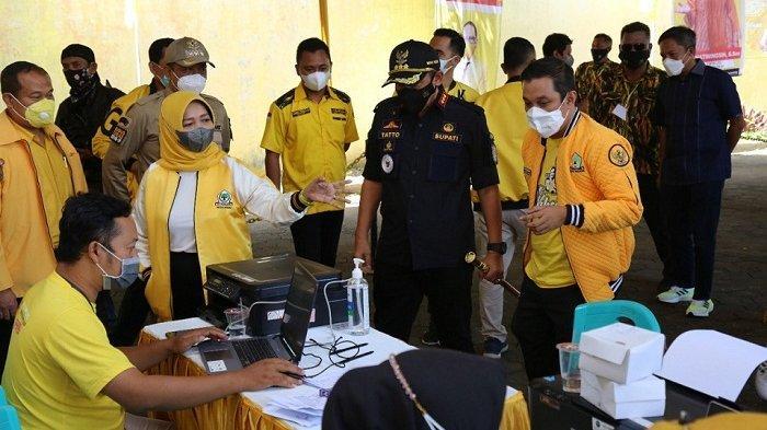 Tinjau Vaksinasi di DPD Golkar, Bupati Cilacap Ingatkan Warga Pentingnya Vaksinasi Covid dan Prokes