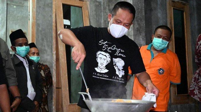 Suryani Kaget Berlipat Ganda, Rumahnya Didatangi Bupati Kebumen, Izin Masuk Dapur Bikin Nasi Goreng