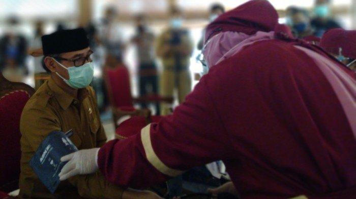 Gara-gara Hipertensi, Vaksinasi Covid ke Bupati Temanggung Ditunda. Dari Forkompimda, Hanya Kapolres