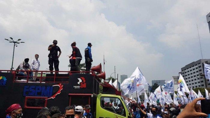Demo Lagi di Gedung DPR Senayan, Buruh Tuntut Wakil Rakyat Cabut UU No 11 Tahun 2020 Cipta Kerja