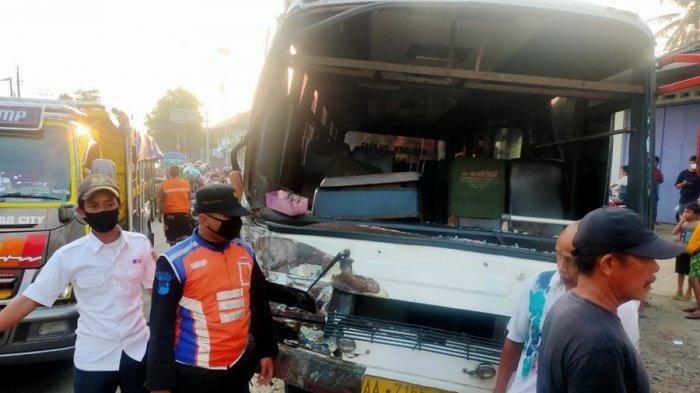 Terobos Palang Pintu, Bus Ringsek Dihantam KA Ranggajati di Sumpiuh Banyumas, Satu Warga Meninggal
