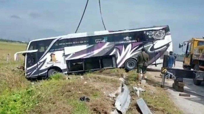 Pecah Ban di Tol Pejagan-Pemalang, Bus Haryanto Oleng dan Berakhir di Persawahan Kertasari Tegal