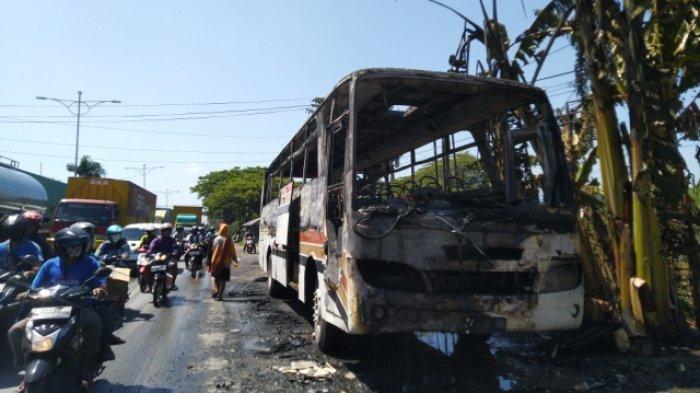 Bus Karyawan Terparkir di Depan Pengadilan Agama Kendal Terbakar, Tiba-tiba Muncul Asap Diikuti Api