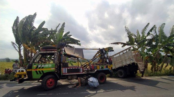Truk Terdorong Hingga Masuk Sawah di Sokaraja Banyumas, Diduga Sopir Bus Hilang Konsentrasi