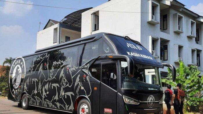 Wao Keren! AHHA PS Pati Kenalkan Bus Pribadi, Dominan Hitam Dibalut Logo Besar Tim Java Army