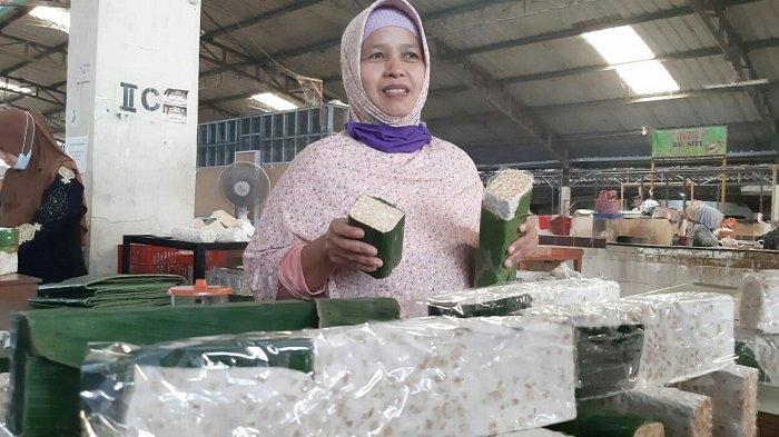 Harga Kedelai Tak Kunjung Turun, Pedagang di Pasar Trayeman Slawi Tegal Akhirnya Bikin Tempe Ekomis