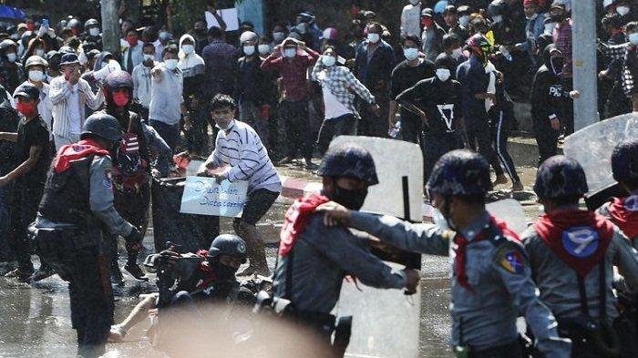 Warga Myanmar Mulai Pakai Ketapel dan Bom Molotov, Lawan Pasukan Bersenjata saat Aksi Demonstrasi