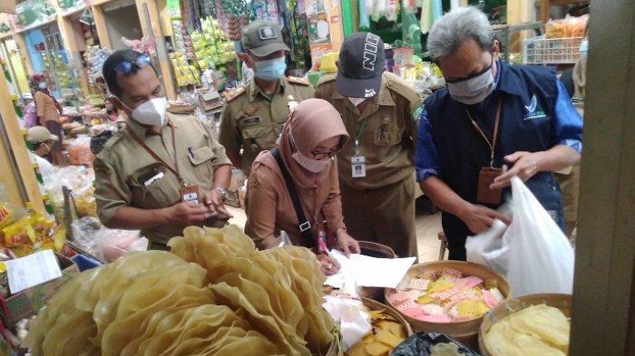 Petugas Temukan Kerupuk Mengandung Bahan Kimia Berbahaya di Pasar Jepon Blora, Curiga dari Warna