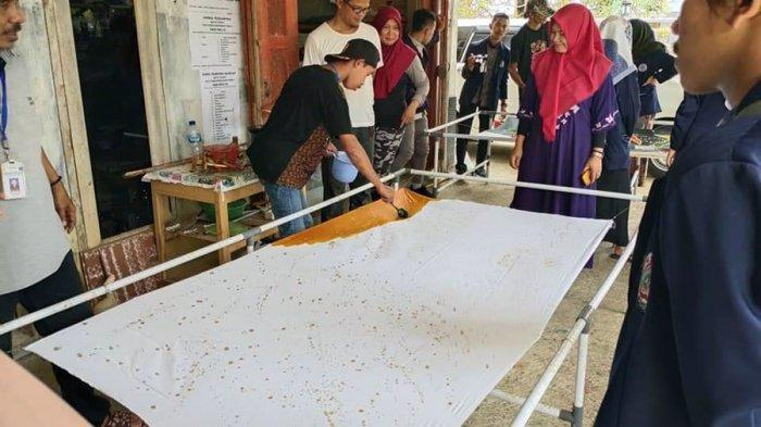 Bintik Cipratan Hasilkan Kesan Artistik di Kain, Ini Batik Penyandang Disabilitas di Banjarnegara