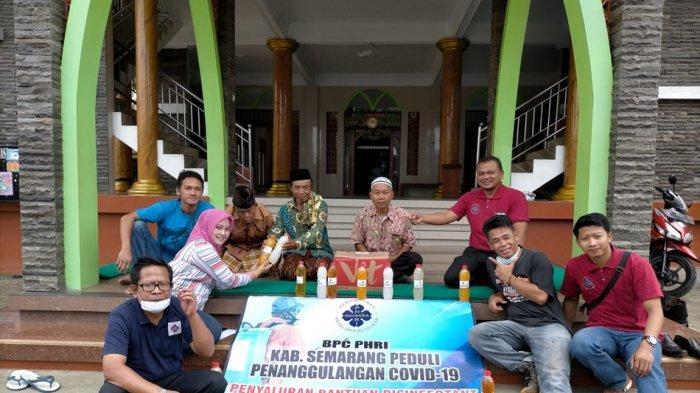 Begini Cara PHRI Kabupaten Semarang Bantu Pemerintah, Salurkan Cairan Disinfektan ke Tempat Ibadah