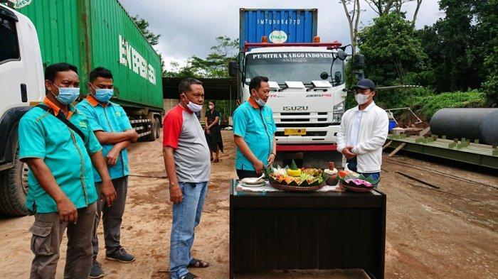 Ekspor Perdana Plywood, Bupati Wihaji: Ini Jadi Momentum Bangkitnya Industri Kayu di Batang