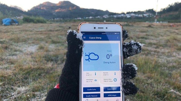 Dilanda Suhu 0 Derajat Celcius, Kawasan Candi Arjuna Dieng Banjarnegara Kembali Diselimuti Embun Es