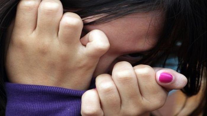 Depresi Setelah Diperkosa Ayah Tiri, Gadis 18 Tahun Melahirkan di Kamar Mandi