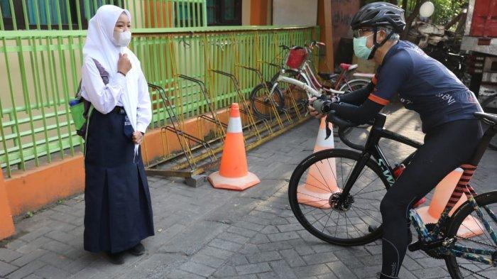 Hari Spesial Bagi Annisa, Siswi SMPN 38 Semarang Ini Bertemu Ganjar dan Dapat Hadiah Sepeda