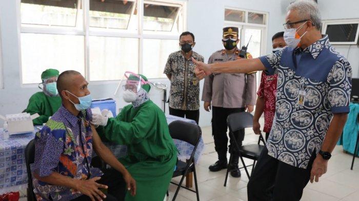 Ganjar Pantau Vaksinasi Penyandang Disabilitas Mental di Rembang, Begini Obrolan Mereka