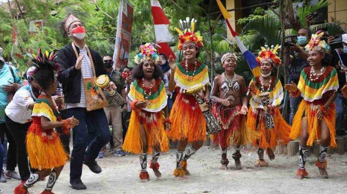 Ganjar Terpukau Saksikan Kemeriahan Pembukaan PON XX Papua, Disebutnya Mengharukan
