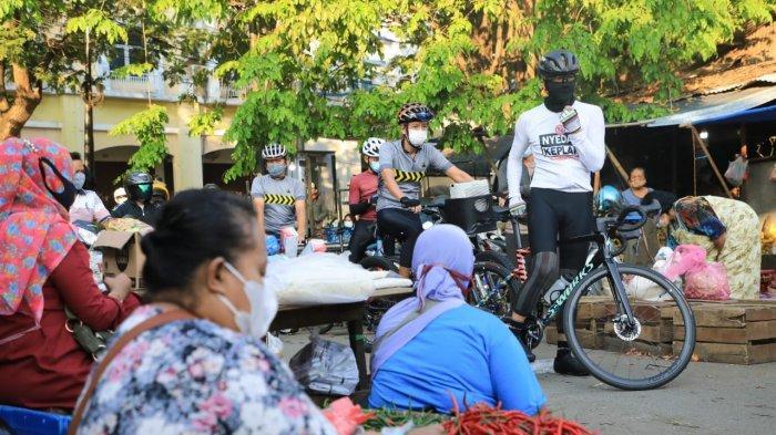 Begini Cara Ganjar Pranowo Ingatkan Warga Tertib Pakai Masker, Gowes Blusukan Pasar Semarang