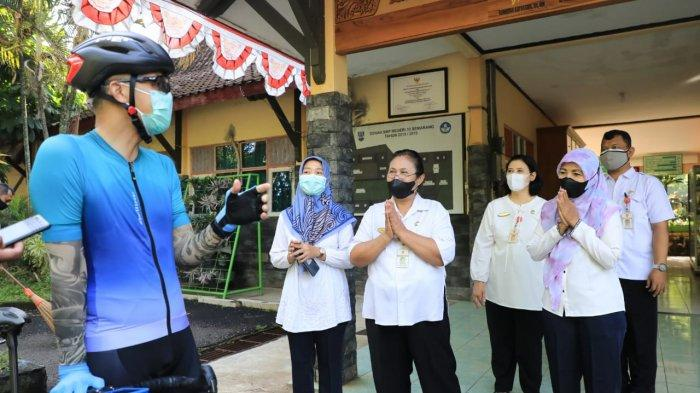 Begini Reaksi Ganjar Lihat Siswa Lagi Berkerumun, Terjadi di SMPN 33 Semarang