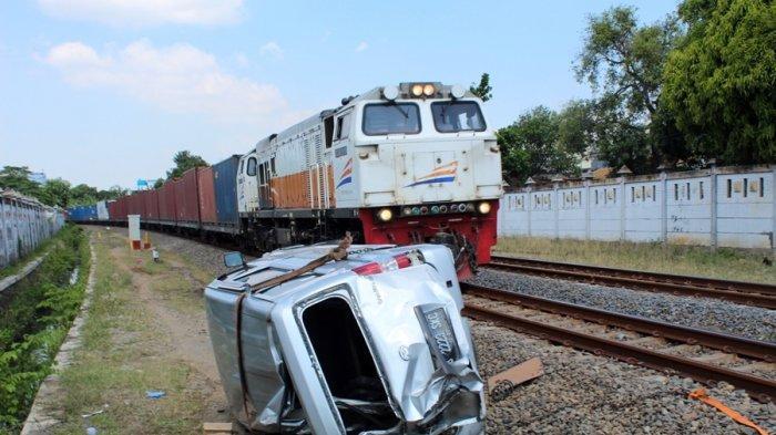 Gran Max Disambar Kereta Barang di Jerakah Semarang, Satu Penumpang Luka Parah di Bagian Kepala