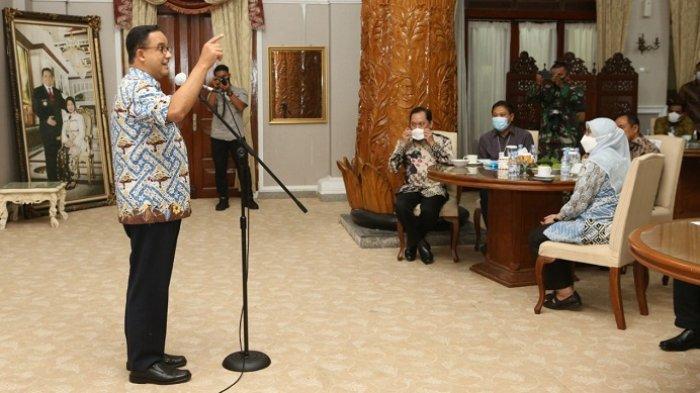 Sambangi Cilacap, Gubernur DKI Jakarta Anies Baswedan Panen Padi bareng Bupati Tatto Pamuji
