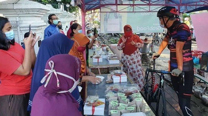 Gowes ke Sumurboto Semarang, Gubernur Ganjar Borong Dagangan PKL dan Ingatkan Prokes