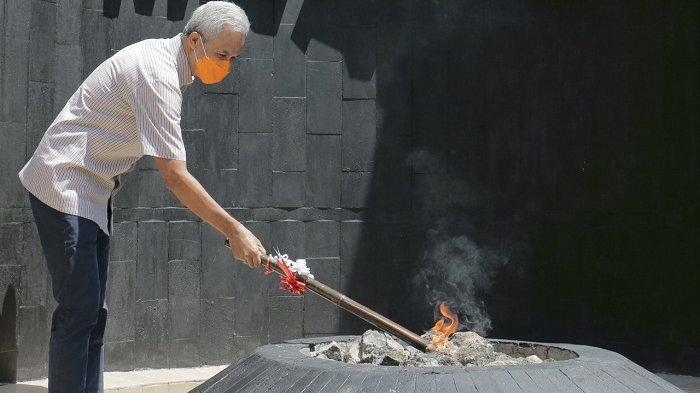 Api Abadi Mrapen Kembali Menyala, Gubernur Ganjar Larang Warga Sekitar Lokasi Mengebor Tanah
