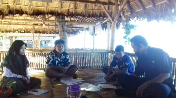 Kisah Guru Keliling Enam Kampung di Garut, Datangi Siswa Belajar di Rumah