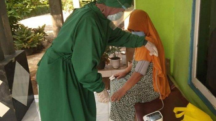 Prihatin Nakes Kewalahan Tangani Wabah, Ibu-ibu di Banyumas Ini Rela Bantu Cek Pasien Covid di Rumah