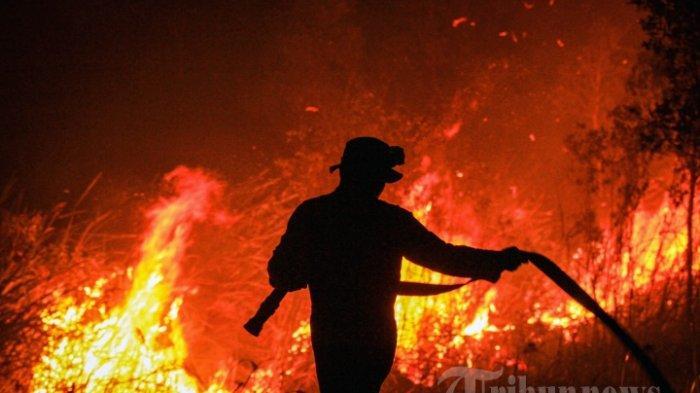 Kilang Minyak di Balongan Indramayu Terbakar saat Hujan Petir, 700 Warga Mengungsi