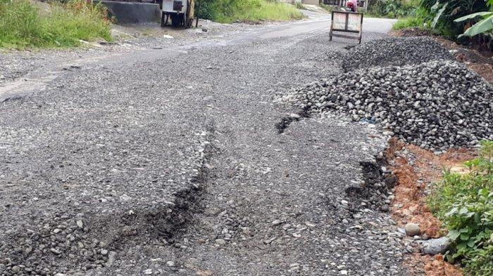 Baru Diperbaiki, Jalan Alternatif Kebumen-Banjarnegara di Desa Kebutuhduwur Kembali Ambles